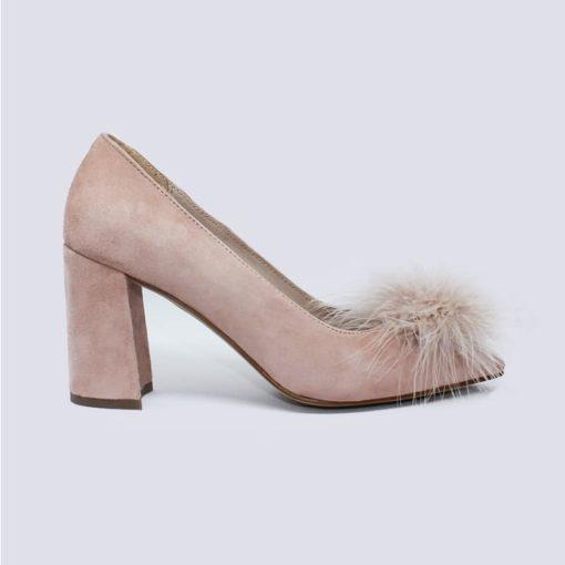 zapatos tacón medio color nude con plumas